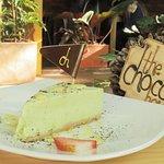 Porción de Cheesecake de Pistacho con Chocolate Blanco