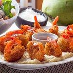 Camarões empanados no coco com geléia de pimenta + arroz cremoso!