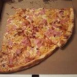 2 slices of Hawaiian pizza