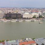 Foto de Korzo - Danube Embankment (Dunakorzó)