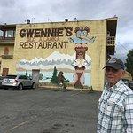 Foto de Gwennies Old Alaska Restaurant