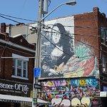 Foto de Kensington Market and Spadina Avenue