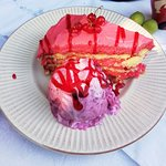 This strawberries cake with blueberries ice cream is just perfect. It is a home made desert and