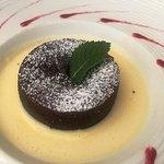 Le mi-cuit au chocolat et sa crème anglaise