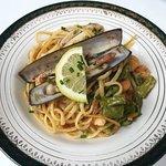 Linguine crevettes,couteaux,poivrons et persillade