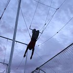 Miami Flying Trapeze - Knee Hang