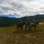 3 city girls go horseback riding!