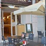 La entrada al restaurante Sorolla Café.