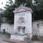 entre fontaines et lavoirs Fontaine O8