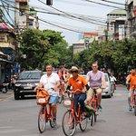 Unieke fiets tour in Hanoi Vietnam met Biking Around Vietnam - brand van Friends Travel Vietnam