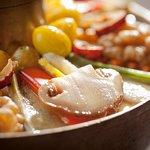 자연송이 궁중신선로 / Royal hot pot with wild pine mushrooms / マツタケ宮廷鍋(だし汁-肩ばら肉 / 自然松茸宫廷神仙炉