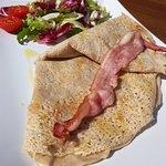 Francouzská Galette s modrým sýrem 60% - Niva, bacon - opečená anglická slanina a cibule. Můj TI