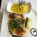 ภาพถ่ายของ Zee Restaurant