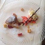 Torta Linz con gelatina di mele cotogne e mousse di ricotta