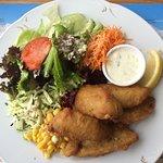 Fischknusperli mit Salat