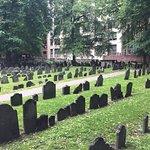谷仓墓地照片