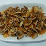 Bolos fritos: 7,00€ Almejas a la marinera: 13,00€