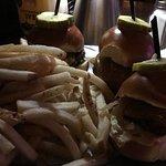 ภาพถ่ายของ Broadway Burger Bar