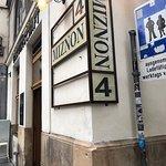 מסעדת המזנון של איל שני הישראלי בפינת הכיכר ברחוב SCHULERSTRASSE 10
