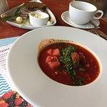 Очень вкусный салат с уткой (утка, инжир, малина, сыр дор-блю, грецкие орехи, ягодный соус) Борщ