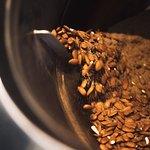 tostamos in situ a diario, frutos secos frescos de la mejor calidad