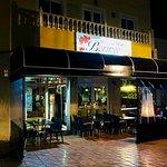 aqui aparece la entrada al restaurante bormeo pizzería grill en el Cruce de Arinaga, avenida Ans