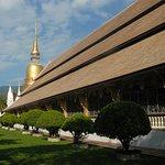 viharn and chedi at Wat Suan Dok