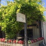 Фотография Los Olivos Wine Merchant & Cafe