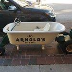 Arnold's Bar & Grill의 사진