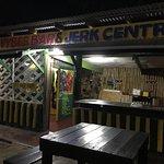 Kool Vybes Bar & Jerk Centre Foto