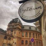 Фотография Oysterium Wine & Oyster Bar