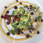 Broccoli Tatar mit Grantapfel und geeister Karotte