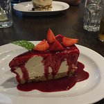 Cheesecake with raspberry coulos