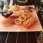IZUMI Restaurant - Sushi Bar : Leckerer Sushi lunch mit Miso-Sake Suppe
