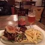 Burger Thai de Mignon com cerveja Tabla (American IPA da cervejaria Antuérpia)