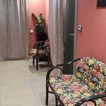общий коридор, в который выходят двери всех массажных комнат