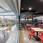 Cafetería con vistas a la terraza