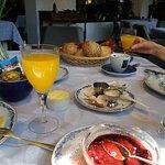 Het onbijt uitgebreid op tafel en niet als buffet.