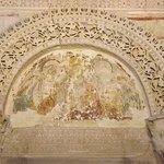Ozdoby nad portalem