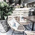 oudside tables, promenade