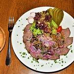 Rindfleischsalat mit steirischem Kürbiskern-Öl und selbstgebackenem Brot