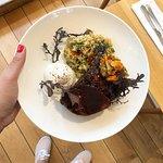 Echine de porc Ibérique confite, quinoa, yaourt à la grecque et Kimchi maison