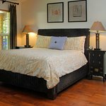 Tao queen bed