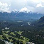 Foto de Tunnel Mountain Trail