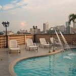Terraza con piscina bronceadora, VIsta espectacular de Santiago de Cali.