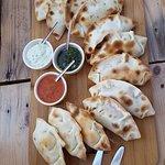 Empanadas met 3 verschillende sausjes