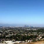 LAの西に隣接するカルバーシティ(ソニー・ピクチャーズのお膝元です)にある、手軽に登れる小高い丘です。土日はいつも、地元民で賑わっています。階段はかなり急なので、体力に自身のある方のみ!