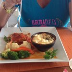 Jackie having the Grouper Creole, and me the oxtail rolls!!! Yummy!