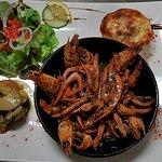 Marmite de chipirons (calamars) et crevettes sauvages