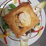 Entrée ou dessert, le feuilleté de St Marcellin aux noix et miel !